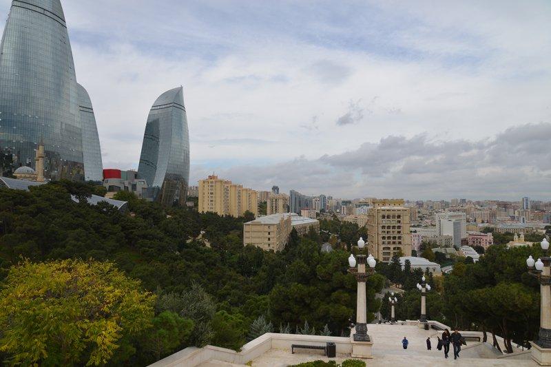 Нагоный парк и комплекс зданий Языки пламени в Баку