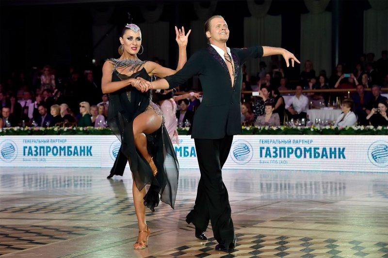 Никита-Бровко-и-Ольга-Урумова-2-место-профессионалы-латина-фото-Олег-Коныжев