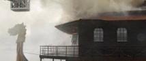 В результате пожара на плавучем ресторане в Москве погиб человек