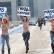 Украинки в знак протеста, несмотря на морозы, разделись перед зданием «Газпрома».