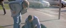 Полицейский на джипе сбил юношу, а затем избил его