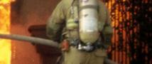 На востоке Москвы горит склад. В охваченном огнем здании находятся люди