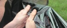 В Твери владельцам дорогих иномарок пришлось сдирать тонировку ногтями