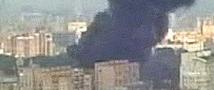 Крупный пожар на севере Москвы: Огонь с горящего ангара перекинулся на соседнее здание