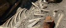 Ученые обнаружили скелеты вампиров с выбитыми зубами