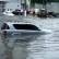 В результате урагана в Одессе местные жители передвигаются по городу на надувных матрасах