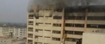 В Бангладеш горит швейная фабрика