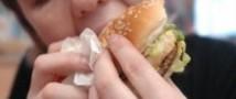 Каждый съеденный гамбургер сокращает жизнь человека на 30 минут