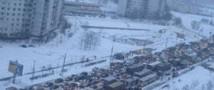 В Москве снегопад вновь парализовал движение