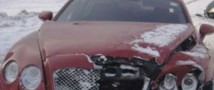 Красное Bentley стало причиной серьезной аварии