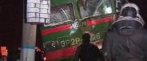 В Подмосковье грузовой автомобиль столкнулся с электричкой: погиб один человек