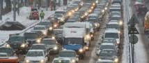 В связи со снегопадом столица снова стоит в многокилометровых пробках