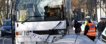 Микроавтобус снес остановку