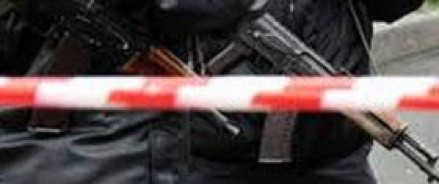 В Каспийске в квартире силовиками обнаружены два автомата