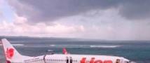 Boeing 737 приземлился в океан