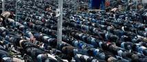 Мусульмане будут молиться на улицах.