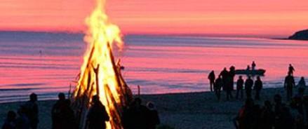 Во время празднования Лиго, в Латвии 28 человек получили ожоги