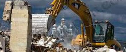 Строители чуть не снесли дом вместе с жильцами
