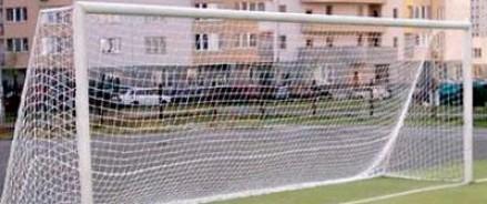 В результате падения футбольных ворот погиб подросток