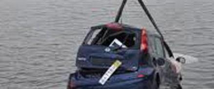 В Москве Nissan упал в Яузу
