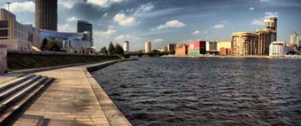 В Екатеринбурге по набережной разгуливает крокодил