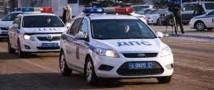 Иномарка врезалась в колонну полицейских машин
