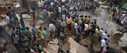 В Индии обрушилось трехэтажное жилое здание