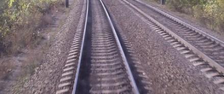 Возле станции «Кубанская» пассажирский поезд въехал в легковой автомобиль