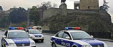 Был задержан грузинец, поломавши ноги полицейскому, за попытку изнасиловать его жену
