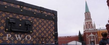 Кремль открестился от чемодана Louis Vuitton на Красной площади