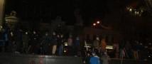 В Киеве люди попытались разрушить памятник Ленину
