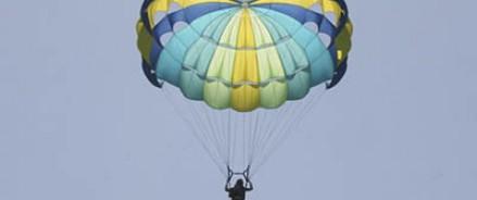 В штате Оклахома девушка, упавшая с 900-метровой высоты, чудом осталась в живых
