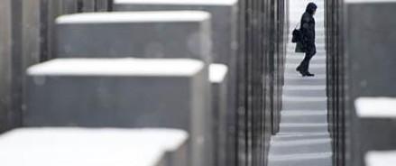 В центре Берлина вандалами осквернен памятник жертвам Холокоста