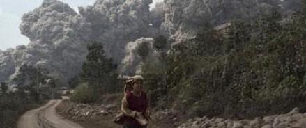 В Индонезии извержение вулкана унесло жизни четырнадцати человек