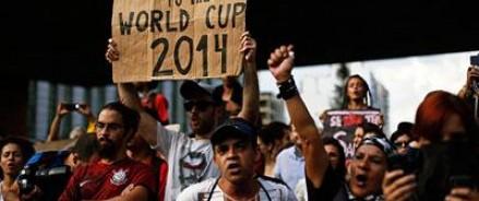 В Бразилии в ходе митинга против ЧМ по футболу были задержаны сто митингующих