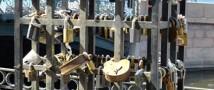В Рязани власти запретят молодоженам завешивать центральный мост замками