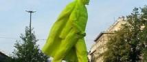 В Кракове установлен памятник писающему Владимиру Ленину