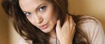 Анджелина Джоли отмечается свой 39-й День рождения в Китае