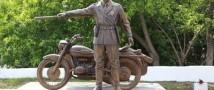 Бронзовый инспектор ГАИ в Красноярске приносит автовладельцам удачу
