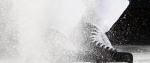 Молоденькая российская хоккеистка напала на соперницу из Америки и огрела ее по голове клюшкой