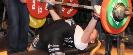 15-летней спортсменке из России удалось поднять штангу весом 145 кг