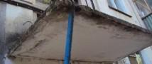 В Волгограде выполняют замену козырьков подъездов