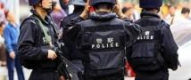 Китайского полицейского, изменявшего своей супруге, доставили в отделение в одних носках