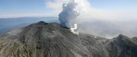 В Японии спасатели продолжают находить тела людей, погибших в результате извержения вулкана Онтакэ