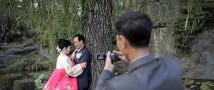 В КНДР на помолвку вместо колец дарят мобильные телефоны