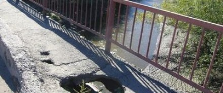 В столице Алтайского края рушится мост через Барнаулку