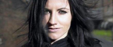 Бывшая солистка группы Cranberries напала на стюардессу и травмировала ее