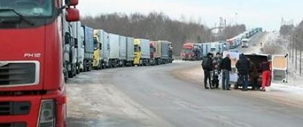 Из-за усиленного режима проверки грузовых транспортных средств на границе РФ с Латвией образовались большие пробки