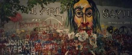 Стена в Праге, посвященная Джону Леннону, закрашена в серый цвет