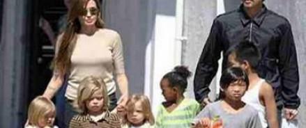 Джоли и Питт следят за тем, на какие сайты в Интернете заходят их дети
